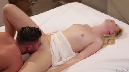 Hottie with impressive curves adores sexy fuck